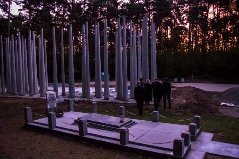 pomnik-0459