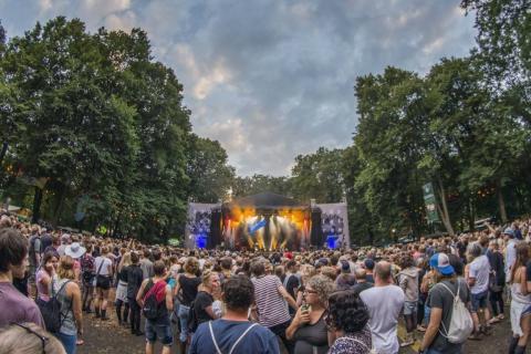 Extern-Freizeit-Kultur-Sport-Auftrag-Konietzny-Appletree-Zuschauer-Bühne-7-