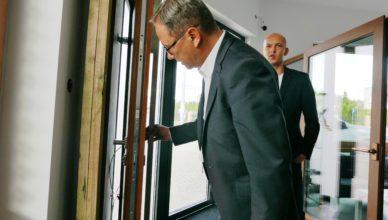 Prezydent sprzedawał okna